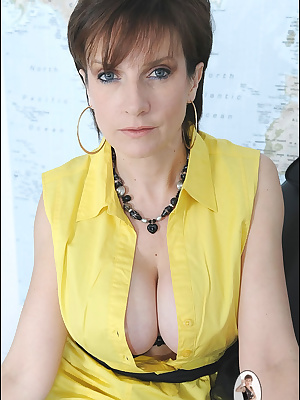 Lady Sonia: Wonderful mature lady in black lingerie