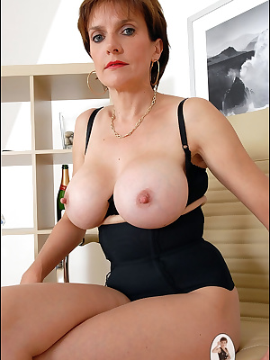 Lady Sonia: Classy mature lady with huge boobies