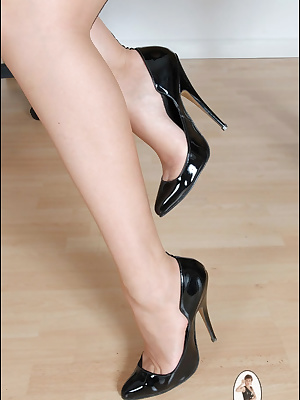 Lady Sonia: Magnificent mature lady shows her shoes