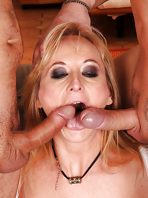 Stocking mom in a hardcore dp