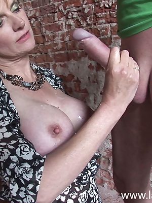 Lady Sonia: Mature slut get a fine facial