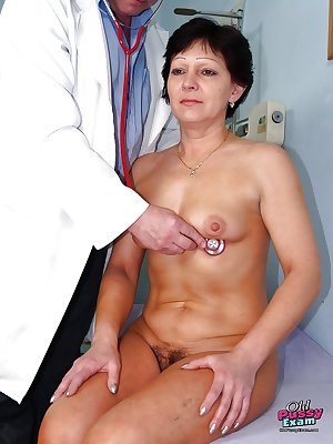 Short haired mature brunette gets her hairy cunt stretched and examed by gyno