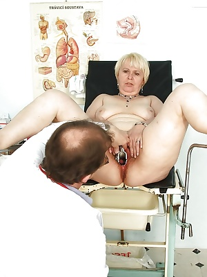 Short haired mature blonde with ample ass get her pussy examed by gyno