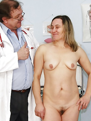 Mature lady with flabby tits gets her pussy examed by gyno