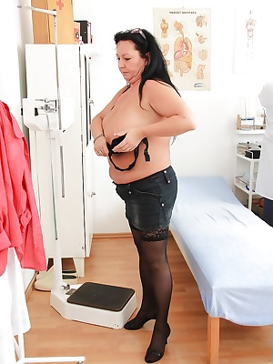 Close up masturbation from a mature fatty Robi Slava at her doctor