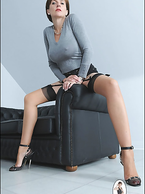 Lady Sonia: MILF lady in sexy black lingerie