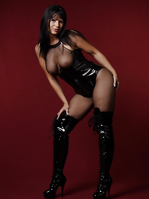 Gorgeous MILF covered in black leather