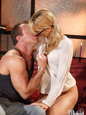 Jessica Drake: Mature painter seduces a young...