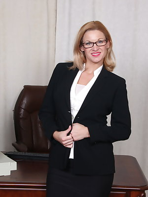 Hot British MILF Scarlet loves fooling around at the office