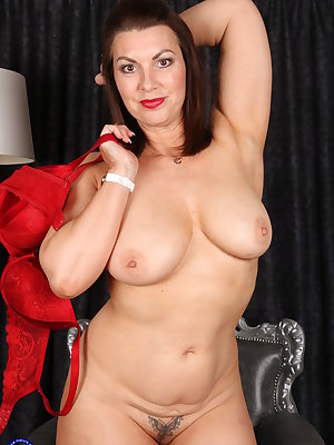 This British MILF loves to play alone