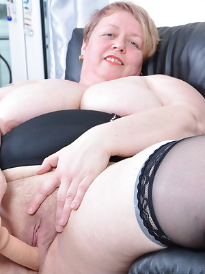 British BBW loves getting wet and wild