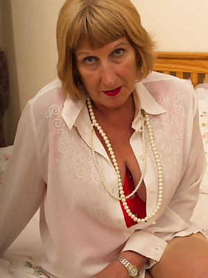 Chubby British mature lady getting naughty