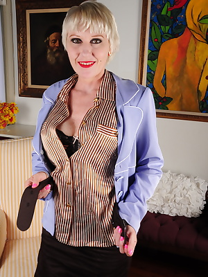 Horny American housewife playing with her luscious body