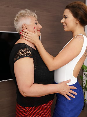 Hot steamy babe doing a naughty mature lesbian bbw
