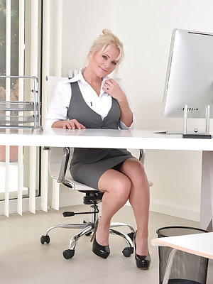 Hot steamy MILF getting naughty at the office