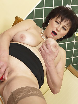 This naughty housewife loves playing in the kitchen
