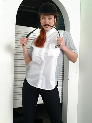 katarina loves to show you her milf body