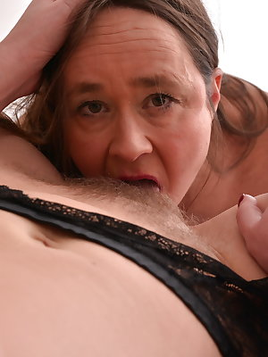 Two hairy British housewives getting full lesbian
