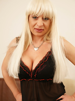This blonde mature slut loves to show off her body