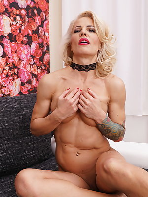 Hot steamy blonde MILF playing with her shaved pussy