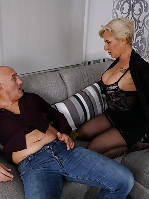 Horny blonde get fucked