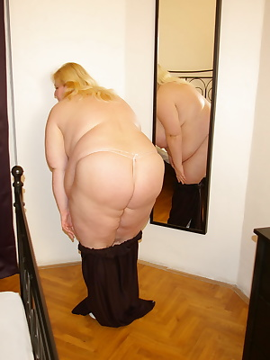 Big chunky mama fucking and sucking her ass off