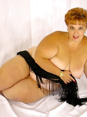 Chunky mama wanting you to cum fast